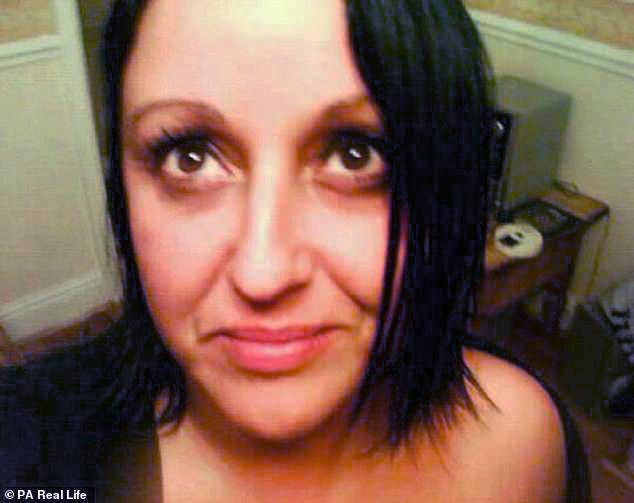 Пациентка заплатила 130 тыс., чтобы ей сделали ямочки на щеках. Сделали, блин!