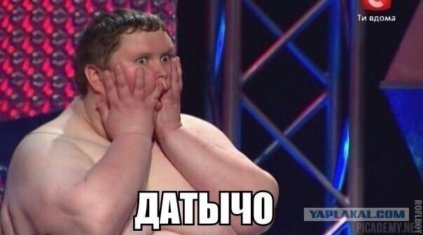 polnaya-zhenshina-moetsya