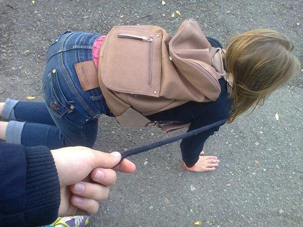 Фото девушки унижают парня