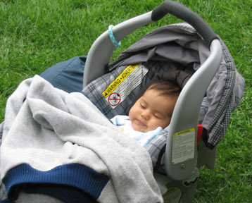 Почему ребенок не спит в коляске на улице