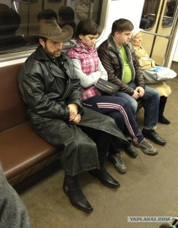 Что Чак Норрис делает в московском метро?