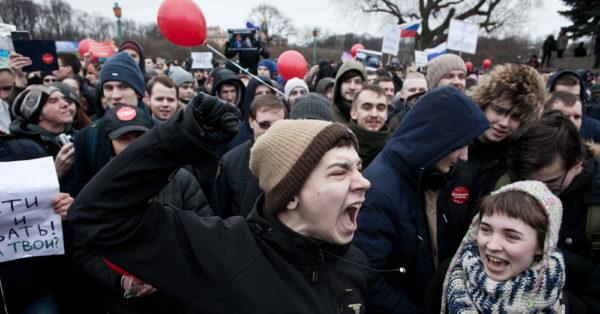 Госдума приняла в первом чтении законопроект о штрафах и арестах за участие несовершеннолетних в митингах