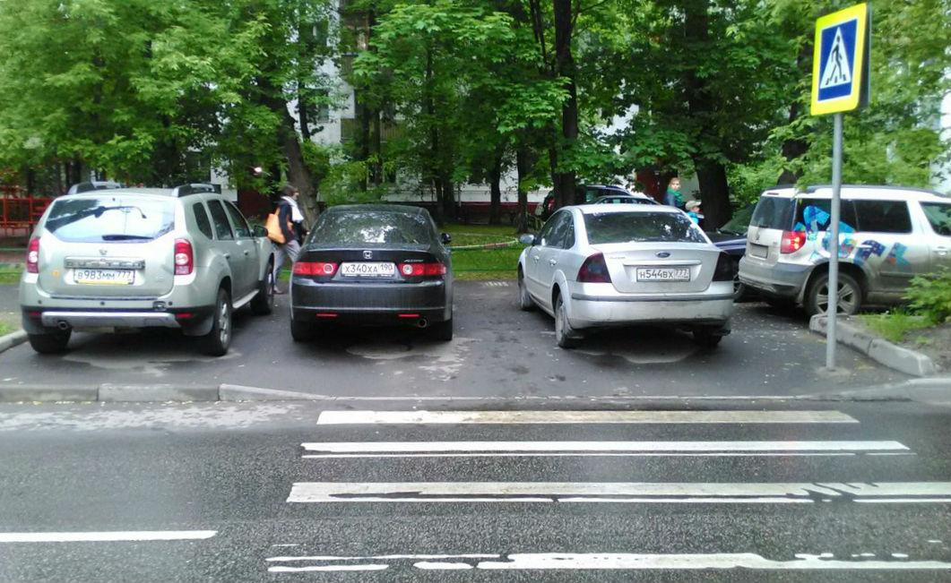 Пост о нарушении парковка на тратуаре конце