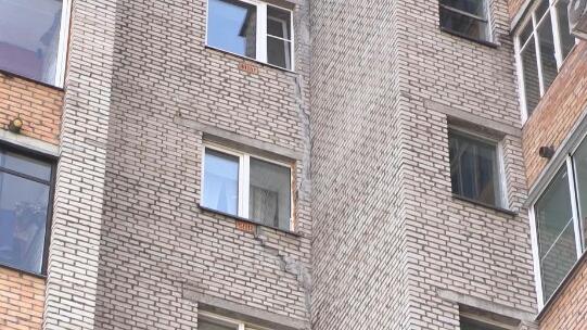 Страшно оставлять детей: в Дубне разрушается жилой дом