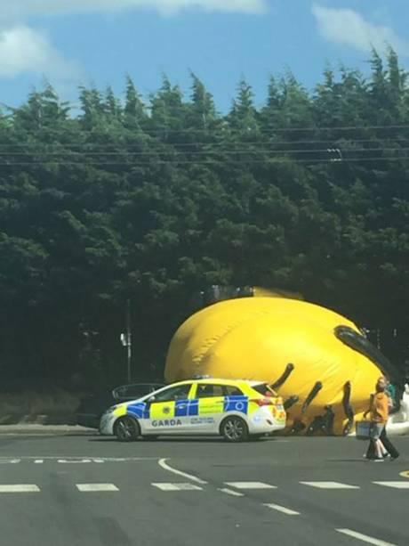 Нападение гигантского миньона в Дублине