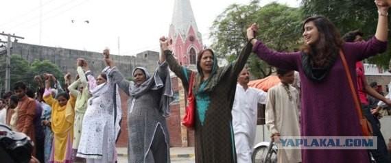 Пакистанские мусульмане встали в живую цепь