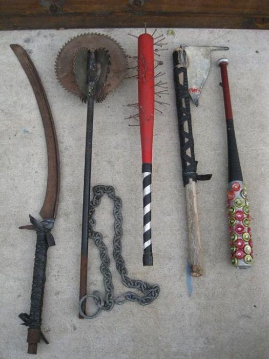 Жизнь после апокалипсиса: главное - оружие из подручных средств