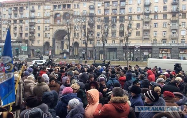 Митингующие под зданием Киевской администрации