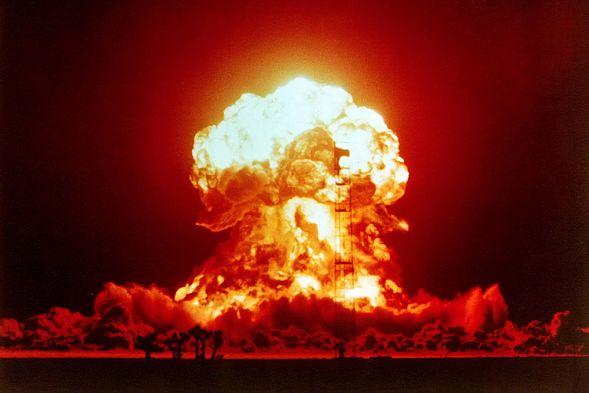 Не дай боги, чтобы пригодилось, но... Что делать при ядерном ударе? Инструкция МЧС понятным языком