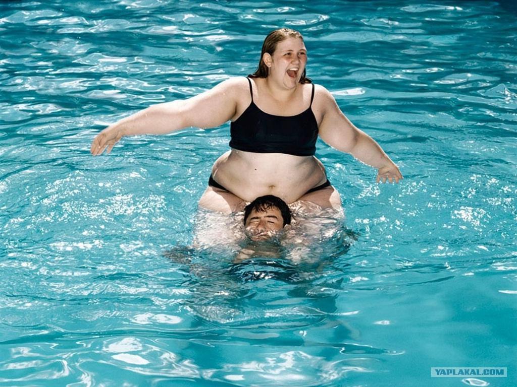 толстушки в басейне:
