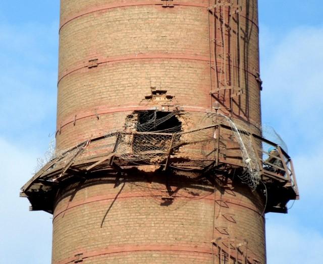 Снос трубы на красноярском цементном заводе закончился трагедией. Один человек погиб