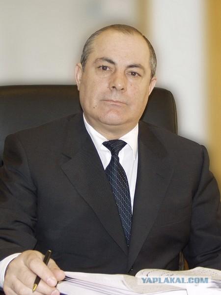 """Назвавший малоимущих """"алкашами"""" волгоградский депутат оказался миллионером."""