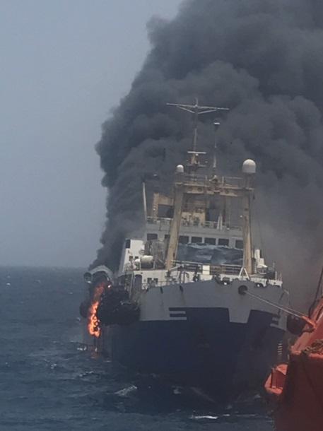У берегов Африки затонул океанский траулер
