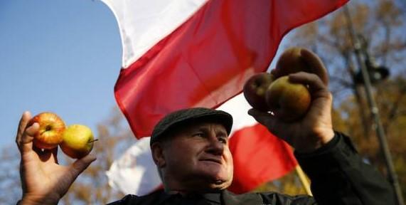 """Акция """"Съешь яблоко назло Путину"""" не спасла польских фермеров"""