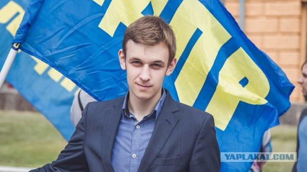 """21-летний депутат предложил сделать выговор замминистра за """"голые"""" фото жены"""