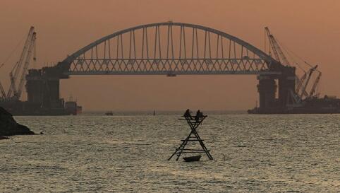 Установка автодорожной арки моста в Крым может начаться в среду