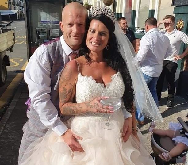 Британец пришел на свадьбу друга и увидел, что невеста - его девушка