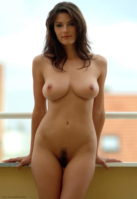 Фото голых девушек с формами