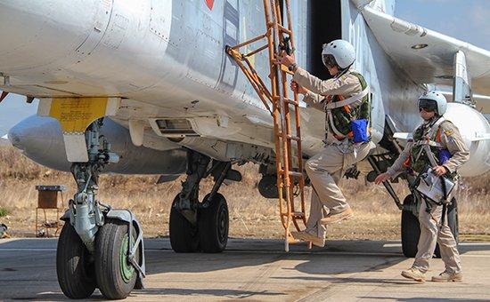 СМИ сообщили о спасении одного из пилотов сбитого