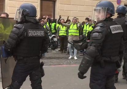 """Не с """"желтыми жилетами"""", но поддерживаем: полиция Франции объявила забастовку"""