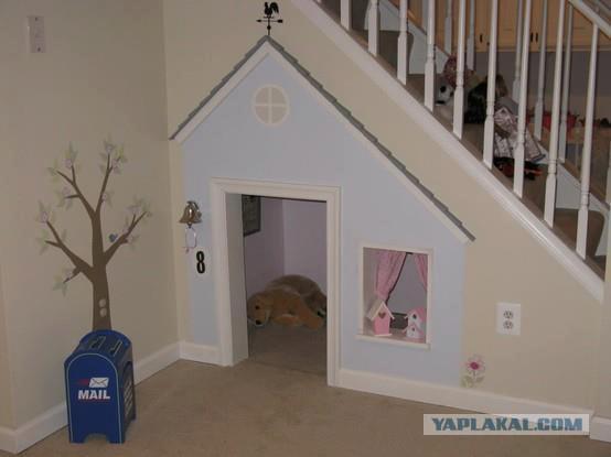 Домик для детей под лестницей на даче