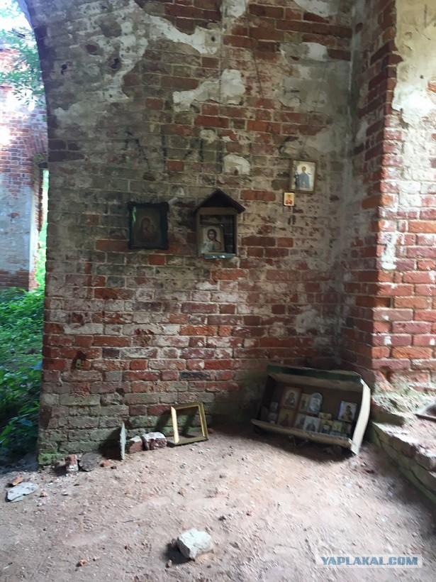 Заброшенная церковь в Мещерских лесах