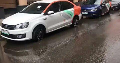 Возмущенные жители Химок прокололи колеса у 30 каршеринговых автомобилей