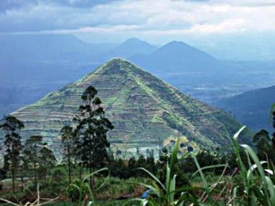 Новая пирамида на Бали больше египетской в Гизе