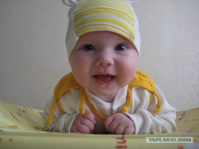 Почему у месячного ребёнка текут слюни