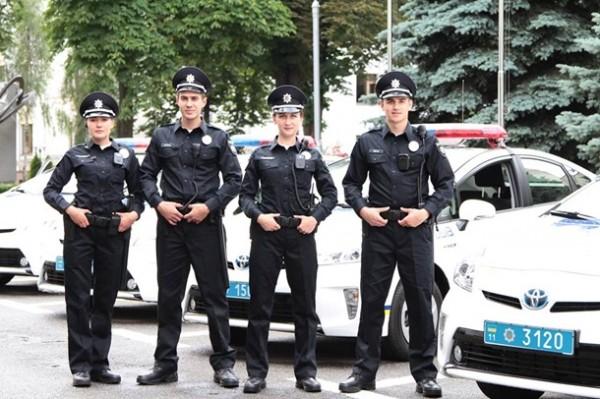 В Киеве представили новых патрульных