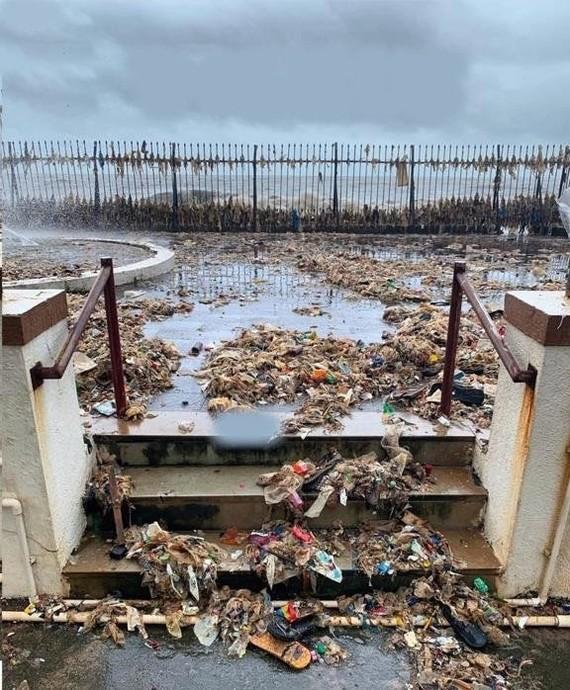 Ничего необычного, просто океан решил вернуть людям обратно все то, что они выбросили в него