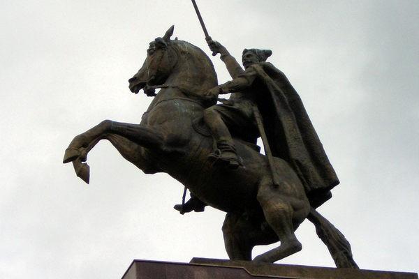 На Харьковщине снесли памятник Чапаеву
