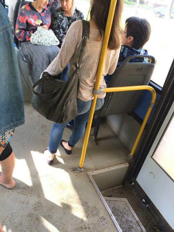 Вагины девочек в автобусе