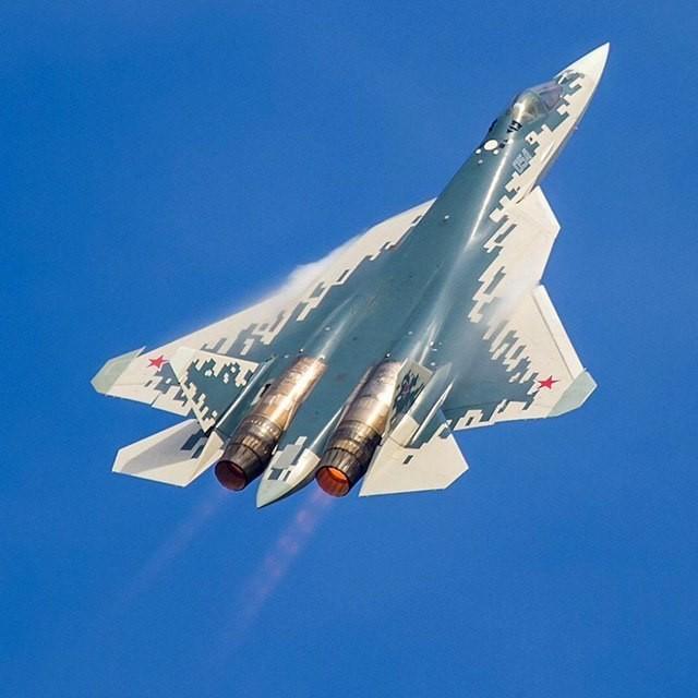 Су - 57 в небе