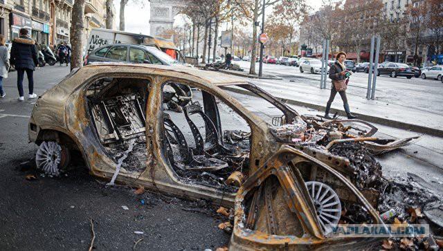 """Премьер Франции намерен пойти на уступки """"желтым жилетам"""" и ввести мораторий на на повышение налогов на бензин"""