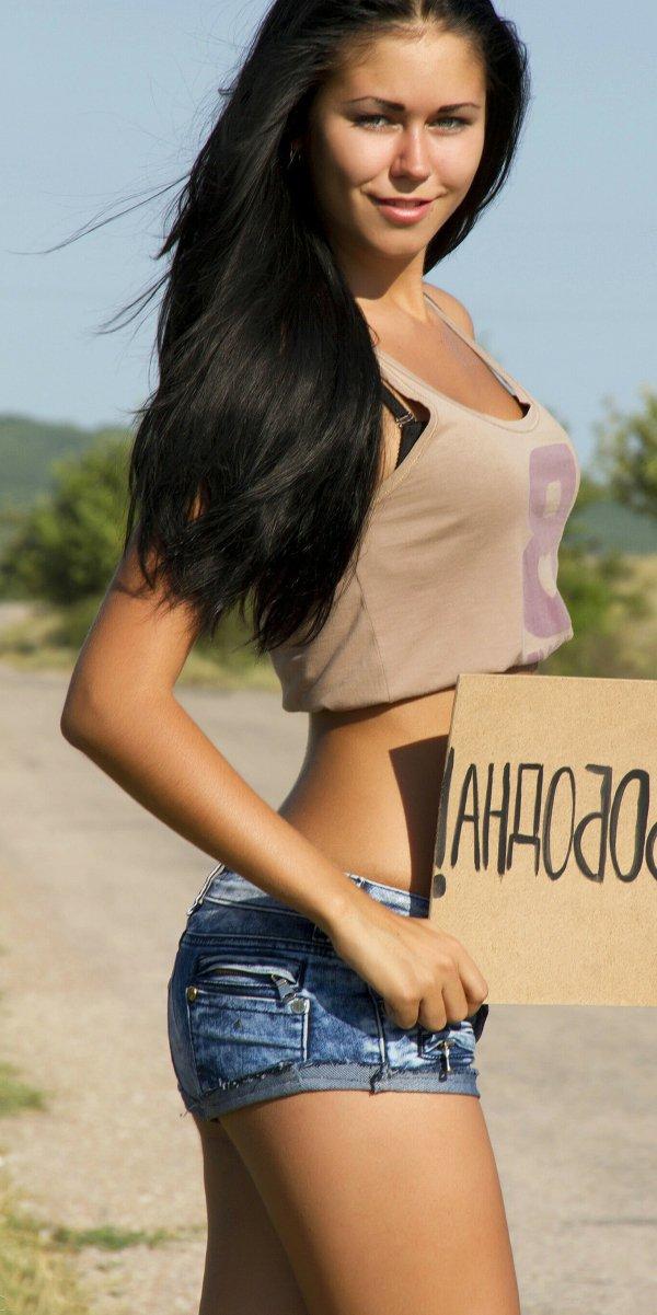 Девушки: вид спереди и сзади
