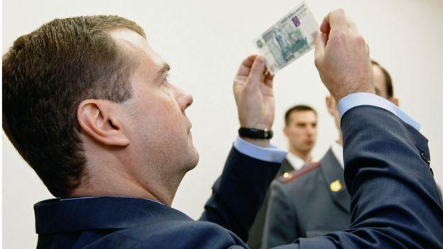 Дмитрий Медведев предложил запретить американские товары в ответ на санкции США
