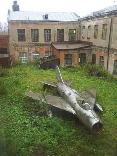 Когда говоришь, что у тебя есть МиГ-19, но он у бабушки в деревне...