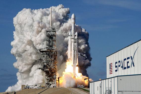SpaceX осуществила первый коммерческий запуск Falcon Heavy
