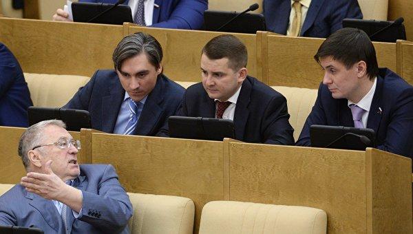В Госдуме предлагают ввести госмонополию на алкоголь, сахар, лекарства