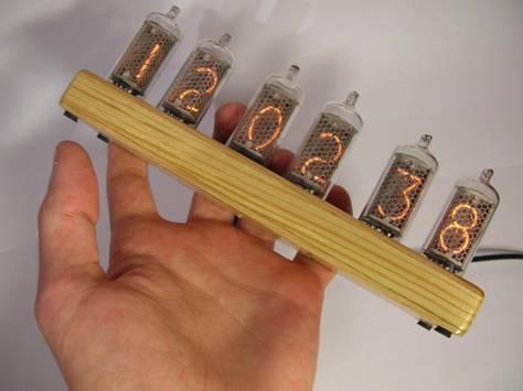 Ретро-часы на лампах