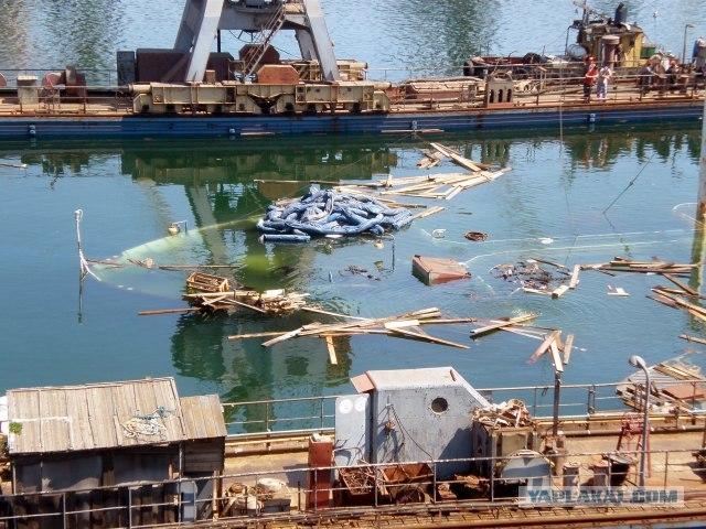 В порту док утонул вместе с судном