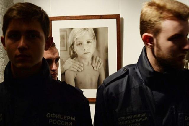 В Москве вновь откроют выставку Джока Стёрджеса: СК не нашёл в ней детской порнографии