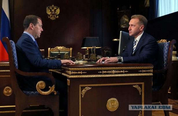 Почему у Медведева стул выше, чем у Шувалова
