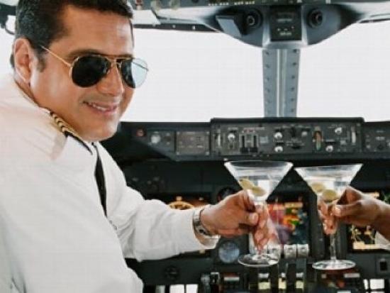 """Двое пьяных пилотов """"Победы"""" пытались вылететь из Сургута в Махачкалу 26 мая"""