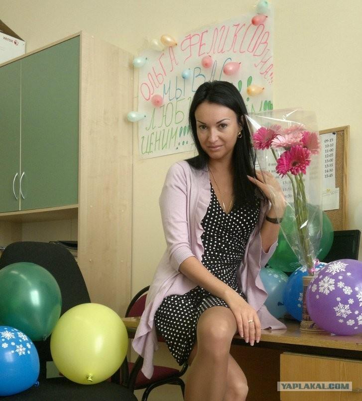 русская учительница заставляет под столом отрабатывать видео