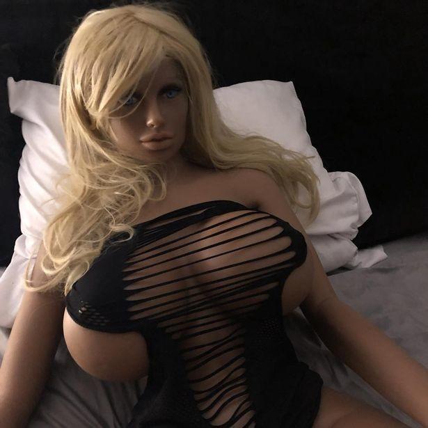 Чиновники запретили секс с неодушевлёнными предметами — в итоге закрылся бордель секс-роботов