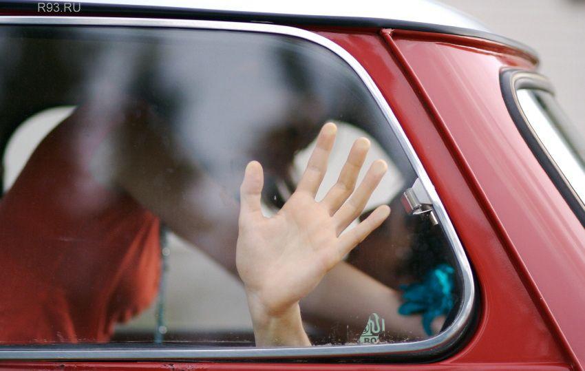 порно в машине за стеклом
