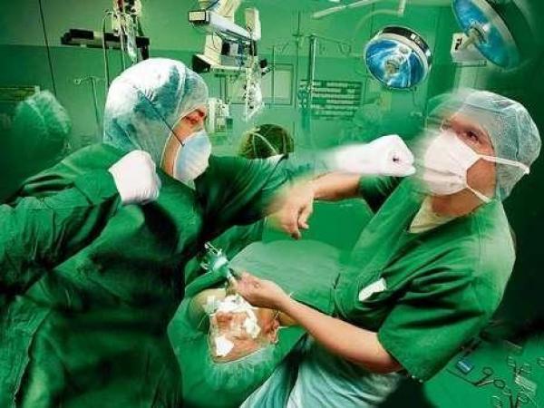 Доктор избил водителя скорой помощи, мешавшей проезду его «Лексуса»