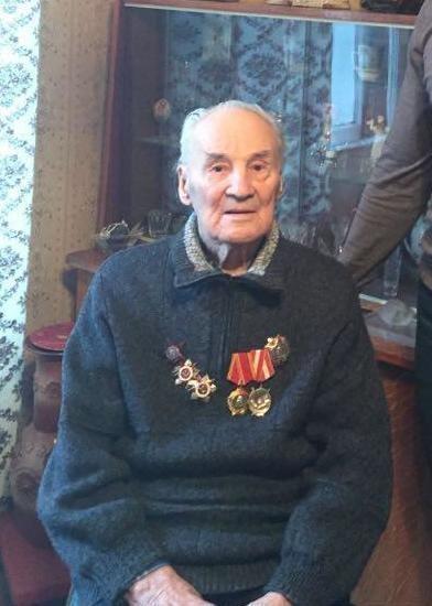 В Петербурге полиция вернула 100-летнему ветерану 2,5 миллиона рублей, украденные бывшим полицейским